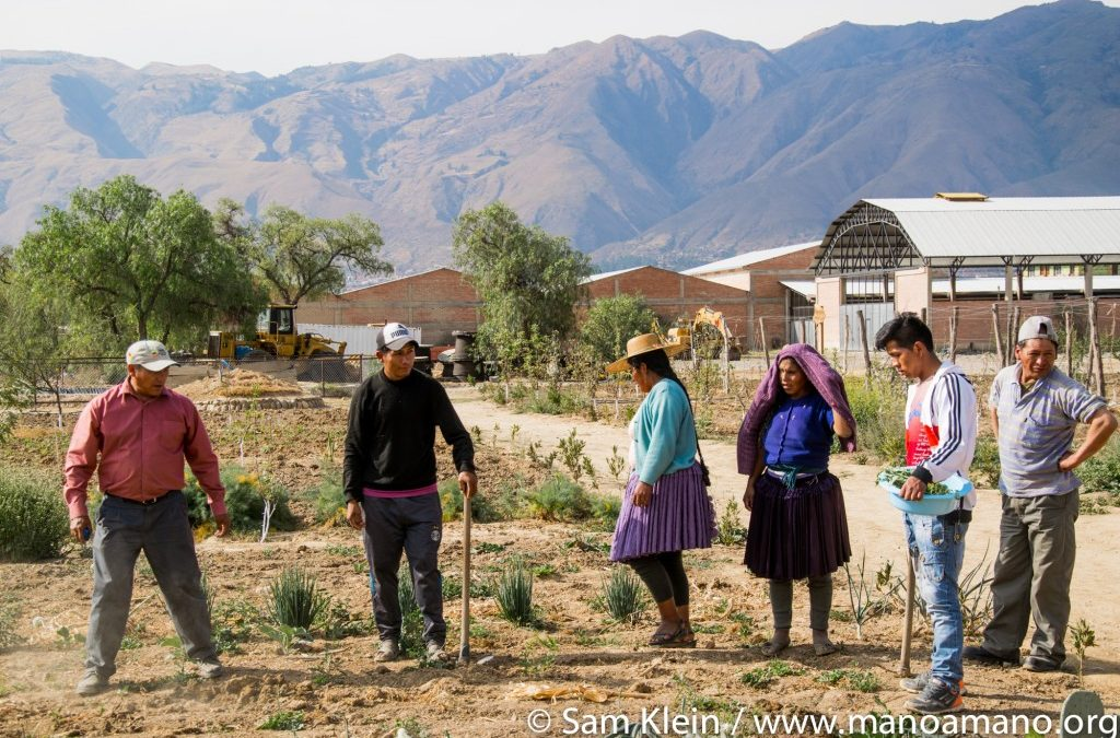 Farmers Visiting Mano a Mano's Center for Ecological Agriculture for Eco-Education